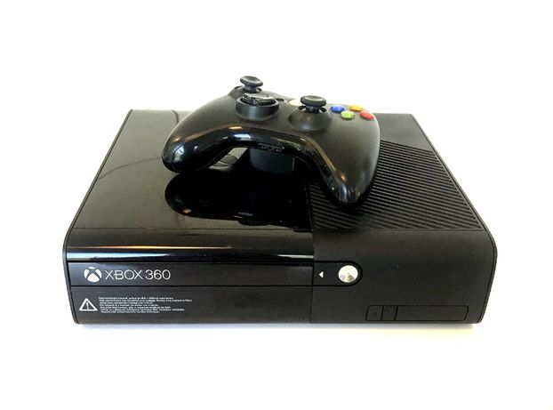Konsola Xbox 360 model 1538 plus pad
