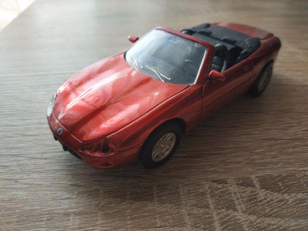 Модель Jaguar XK8