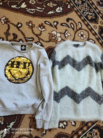Продам два свитерка на девочку, примерно 8-10 лет,в хорошем состоянии