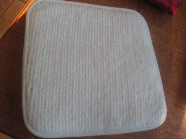 30 x 30 poduszka rehabilitacyjna wełniana na siedzisko LAMA Gold