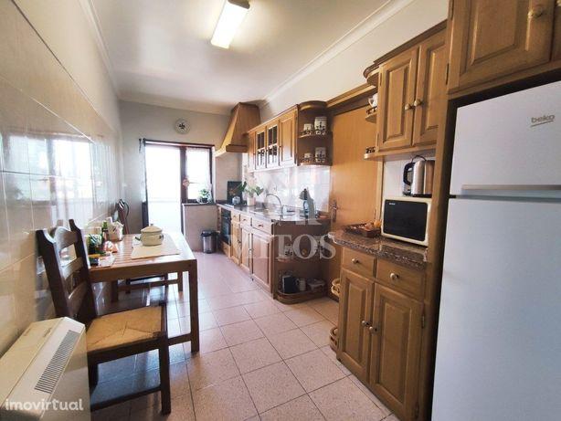 Apartamento T3 situado no centro cidade - Santa Maria Maior.