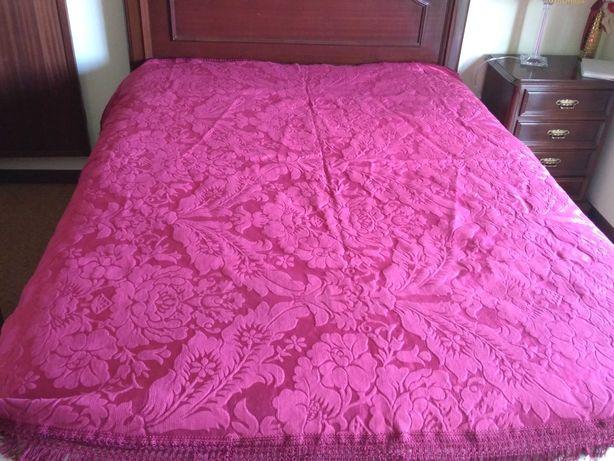 Coberta de cama vermelha