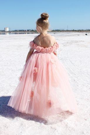 Нежнейшее персиковое платье с цветами