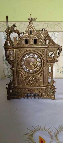 Stary zegar z mosiądzu
