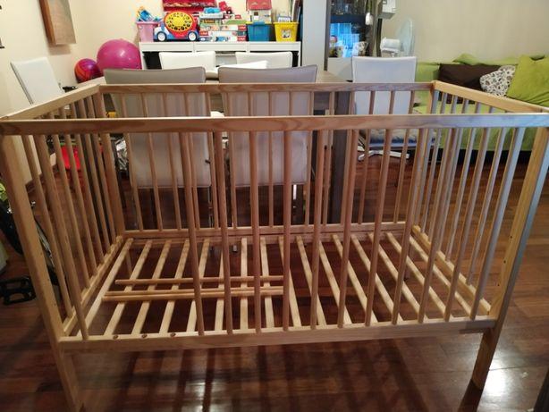 Łóżeczko drewniane z materacem