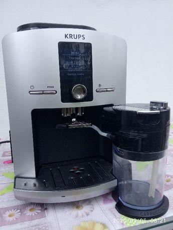 Automatyczny cisnieniowy ekspres do kawy KRUPS EA8255PE/70C