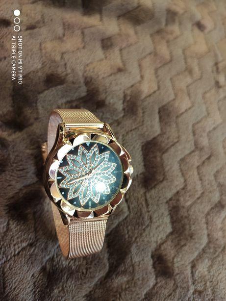 Женские наручные часы имиджевые, кварц.