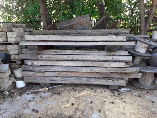 Belki solidnego drewna i retro dachówka