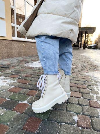 Зимние кожаные женские бежевые белые ботинки