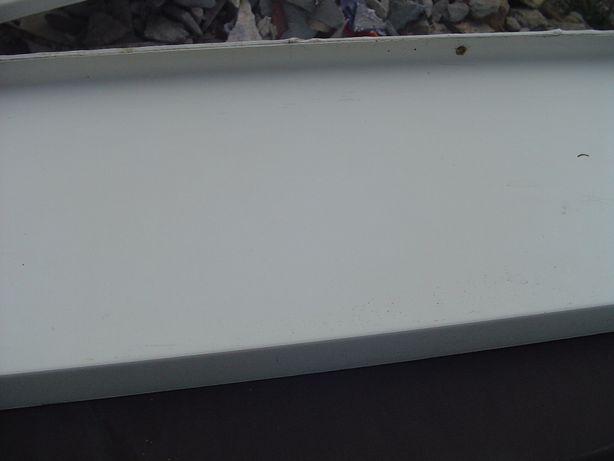 parapety pcv zewnętrzne kolor białe po demontażu