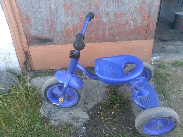 Трьохколісний дитячий велосипед