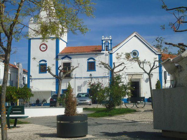 Moradia com 4 Quartos e Garagem no Centro da Vila