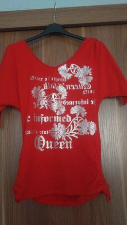 Czerwona bluzka z nadrukiem