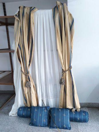 Conjunto de cortinas e almofadas