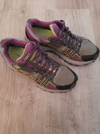 Кросівки Асікс 39р-24.5см. Ціна 650грн.
