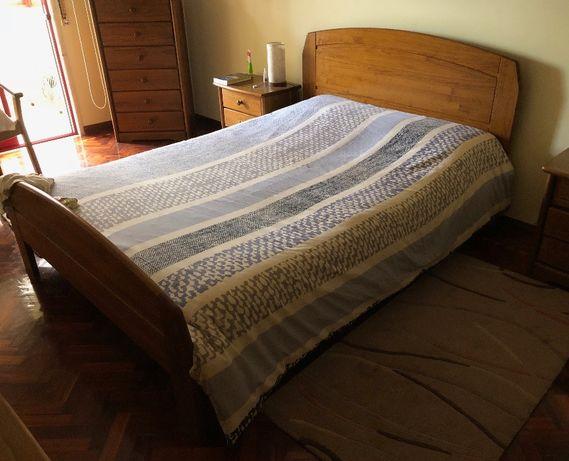 Cama de Casal e 2 mesas de cabeceira em Madeira Maciça Móveis Pedrosas
