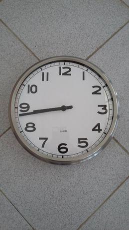 Relógio de parede, em aço inoxidável