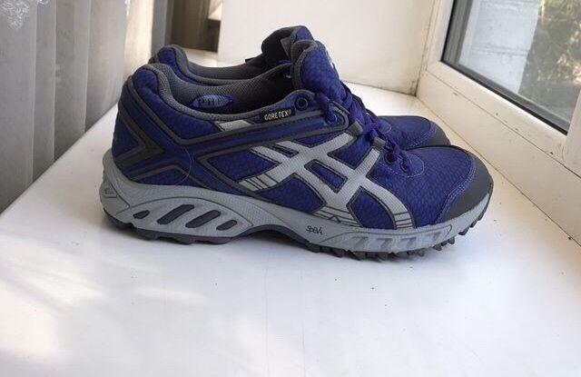 Продам кросівки Асікси 42 розміру