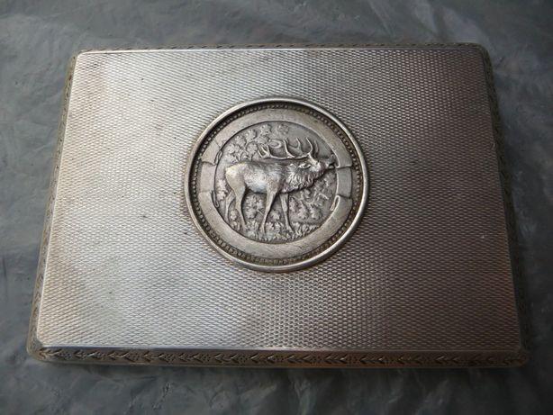 Старинный портсигар с медалью, серебро.