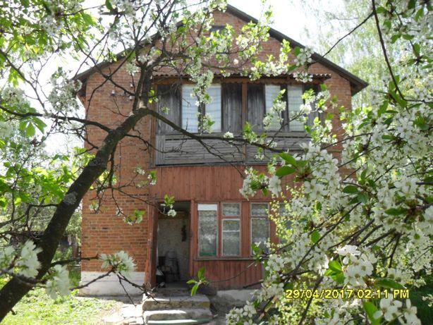 Продається двохповерховий приватний будинок у смт. Черняхів.