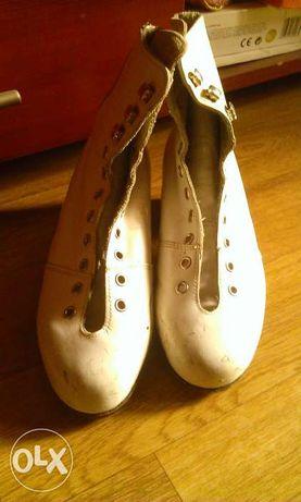 Фигурные женские ботинки.