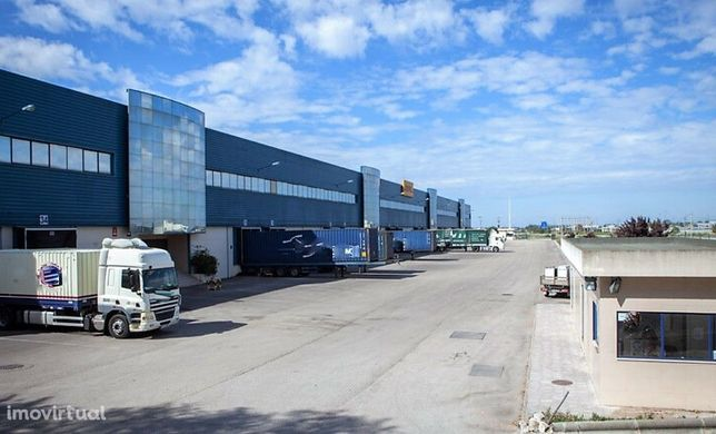 Armazém Arrendar Palmela | 2.930 m2 | A2 | Junto à AutoEuropa
