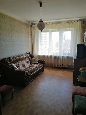 Продам 4х комн. квартиру на Адмиральском проспекте