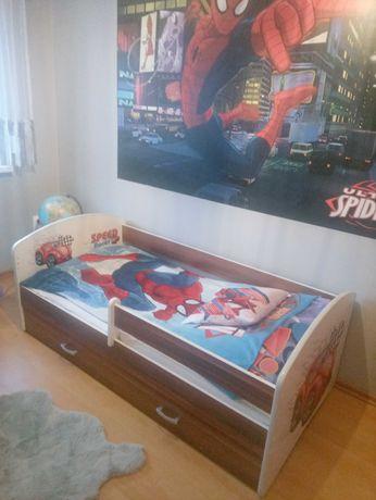 Łóżko i materac.