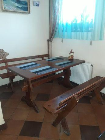 Дерев'яні столи і лавки