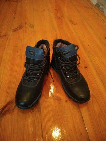Продаются зимние ботинки