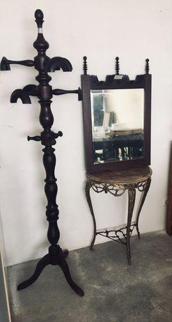 Bengaleiro, espelho e mesa