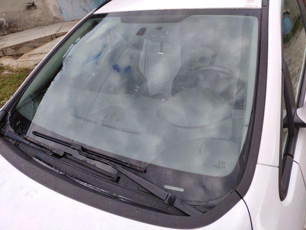Стекло лобовое Opel Astra J
