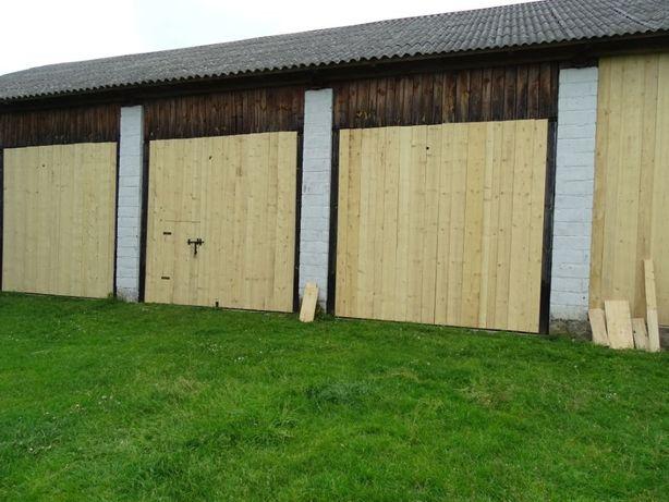 Stare deski, drewno rozbiórkowe, stare drewno, stodoła