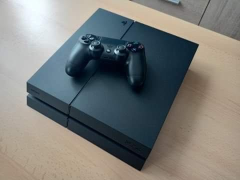 Sprzedam PlayStation 4 / z dyskiem 1 terabajt wraz z czteroma grami