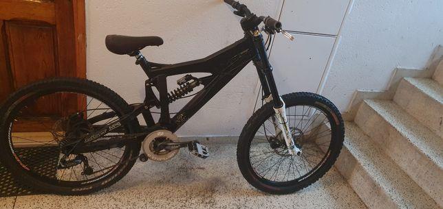 Vendo ou troco bicicleta DH