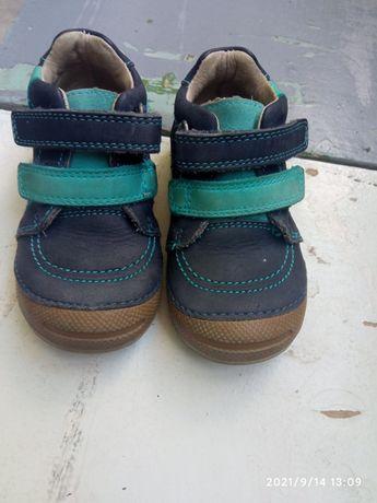 Детские кожанние ботинки-кросовки.