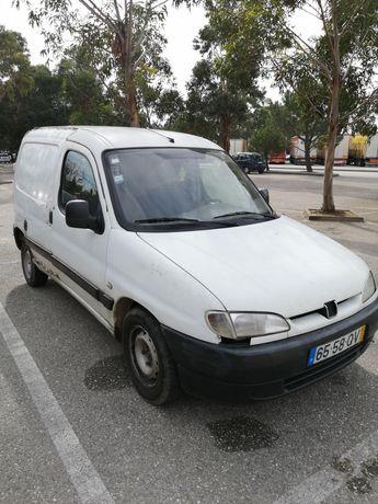 Citroën Berlingo sem mecânica ainda com muito material para venda
