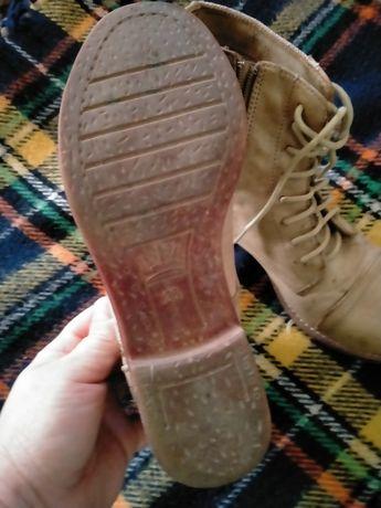 Продам ботинки бежевые