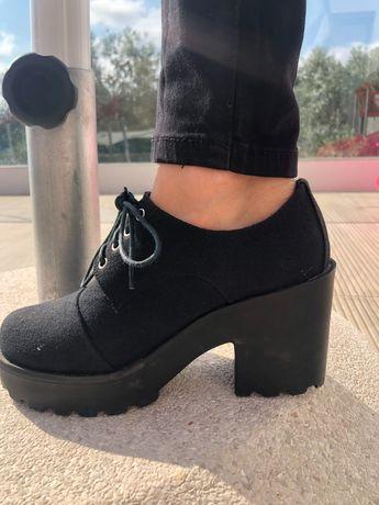 Sapato preto altos