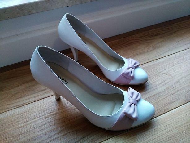 Pantofle szpilki białe ślubne Gatuzo ręcznie szyte rozmiar 40 nowe!