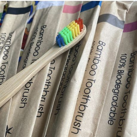 Escova de dentes em bambu biodegradável