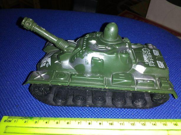 танк игрушка