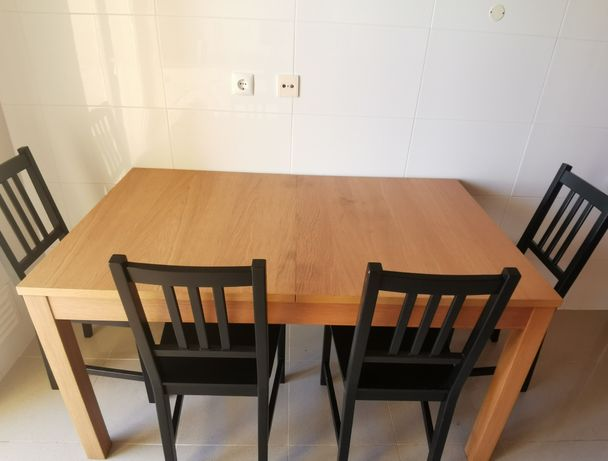 Mesa Extensível + 4 cadeiras