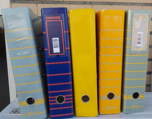 5 capas de arquivo de cores diferentes