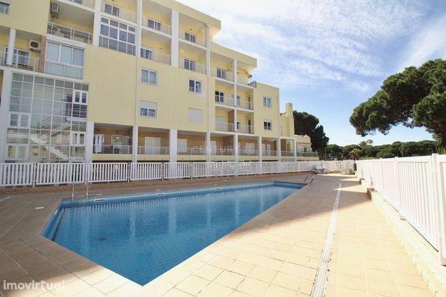 Apartamento T2 (3 assoalhadas) em Sto. António, em condomínio c/piscin