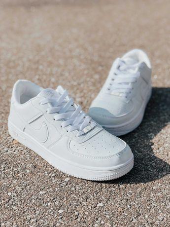 Кросівски Nike Air Force White Найк білі чорні Топ