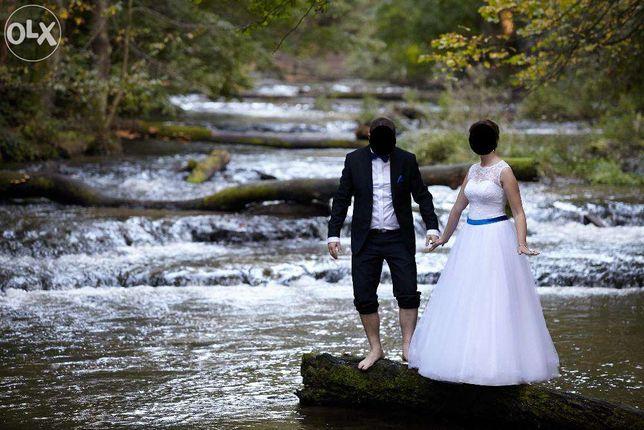 Piękna suknia ślubna z szafirowym paskiem