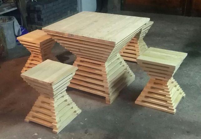 Stolik ogrodowy z pufami