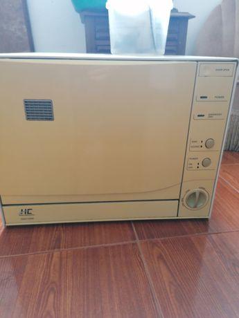 Máquina de lavar loiça tamanho pequeno
