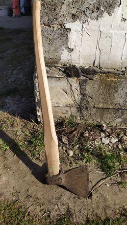 Продам топор с длиной ручкой